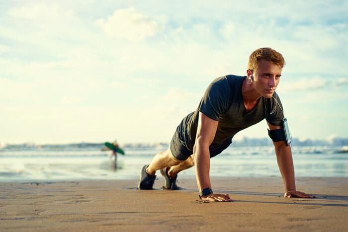 ①身体を真っ直ぐ一直線に保って、動作を行う