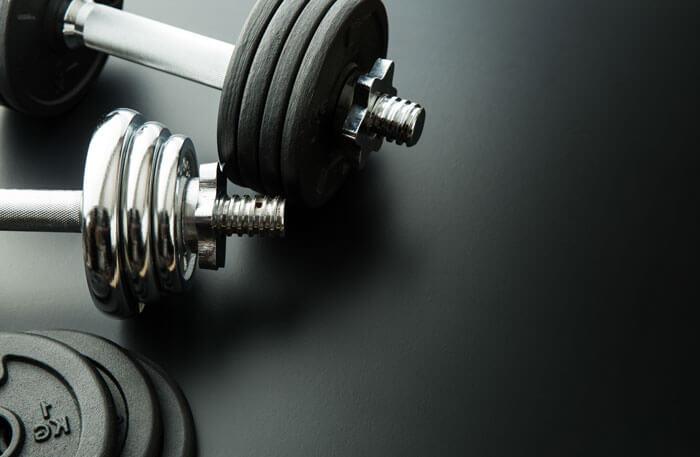 ②普段のダンベルプレスよりも高重量を扱える