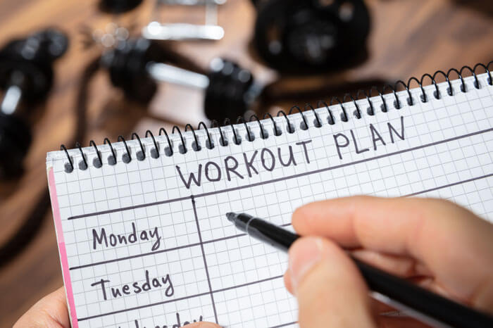 自重トレーニング 計画を立てて鍛える部位を分割して行う