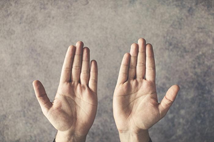 ③小指を内側に入れる意識で上げる