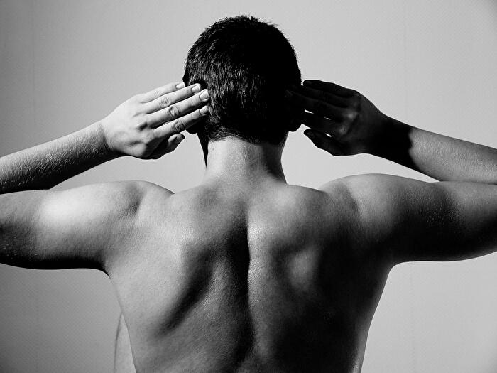 肩甲骨を意識する