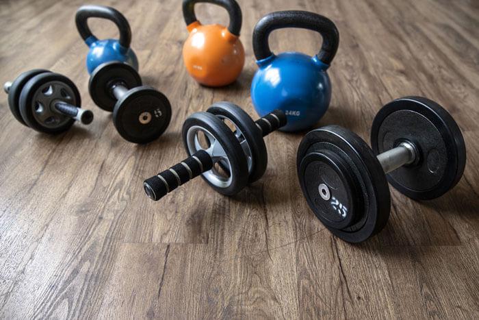 自宅で腹筋下部を鍛えるおすすめの筋トレグッズ3選
